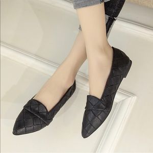 Shoes - Black quilted look pointy toe flats size 5.5